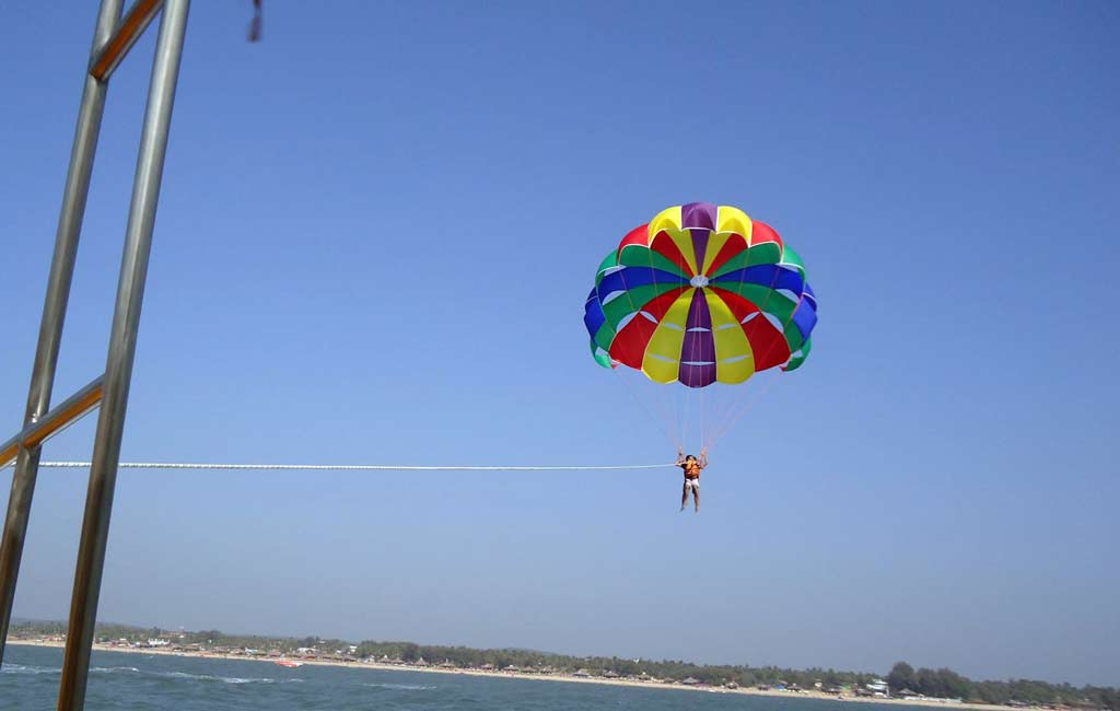 parasailing-in-goa-2018